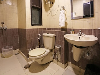 OYO Rooms Noida City Centre - Bathroom  - #0