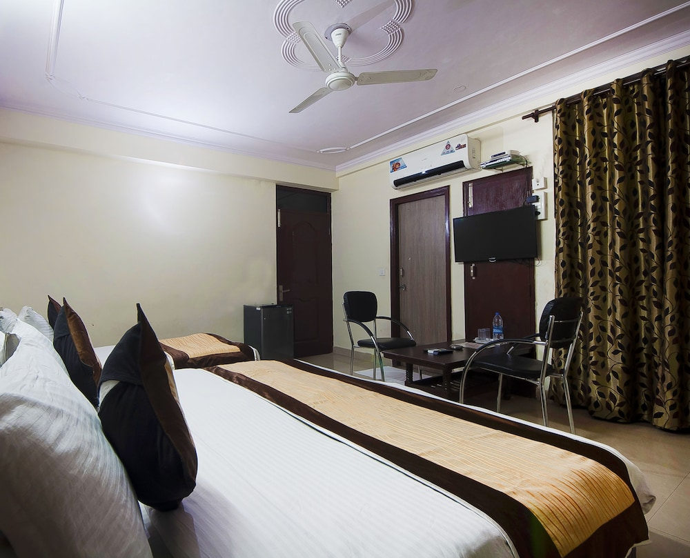 Hotel Charan Pahari