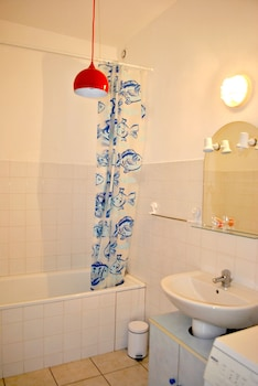 Terre et Gironde en Médoc - Bathroom  - #0