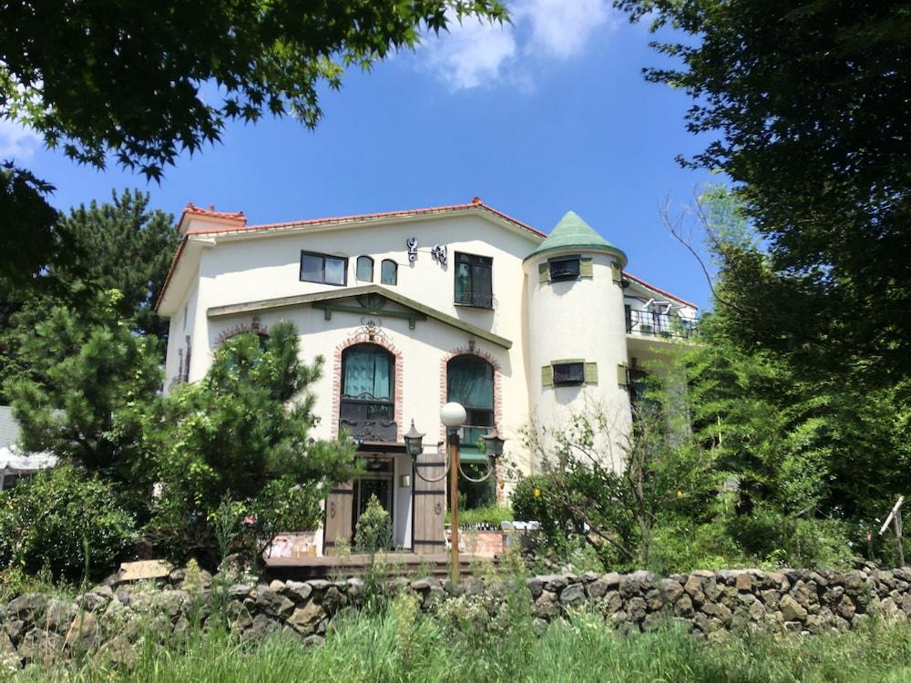 Moncher Guesthouse - Hostel
