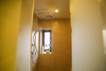 Le Jia Xuan Yuexi Apt HK Central Rd Mixc - Bathroom Shower  - #0