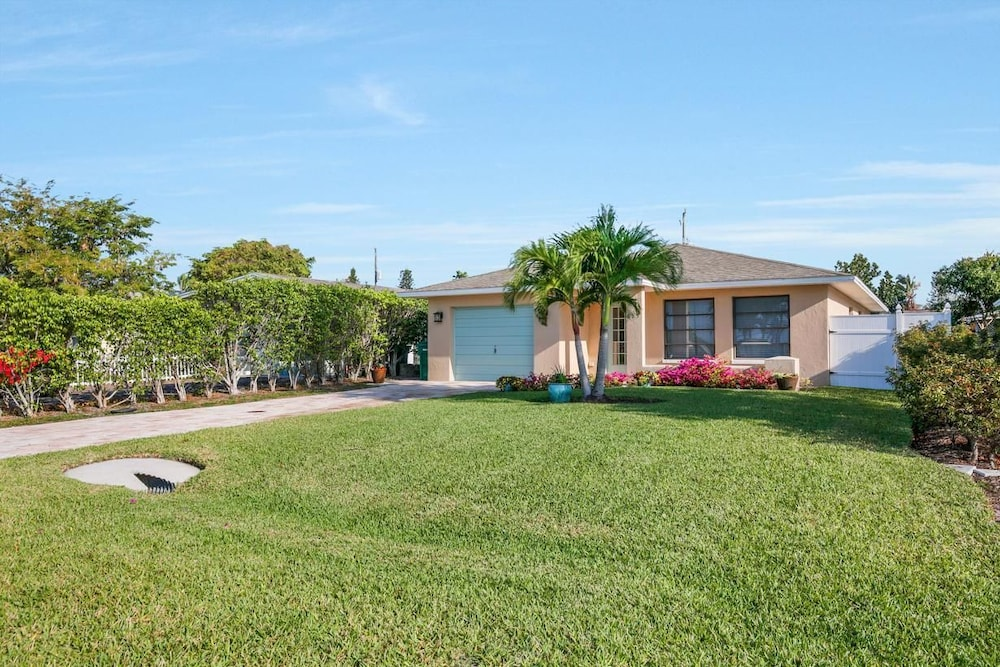 NP97th 689 3 Bedroom Holiday Home by Marco Naples Vacation Homes