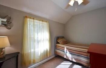 Megansett Home 5 Bedrm