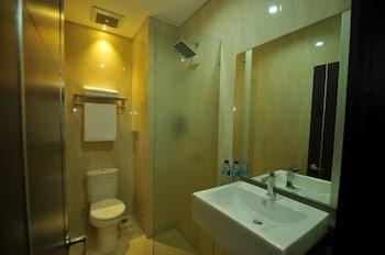 D'Madinah Residence Syariah Hotel Solo - Bathroom  - #0