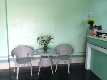 Green Days Inn - Lobby Sitting Area  - #0