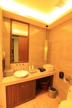 Lijiang Patio Luxury Hotel and Resort - Bathroom  - #0