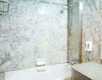 The Bavana Surawong Bangkok - Bathroom Shower  - #0