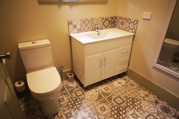 Latrobe Art Apartments - Bathroom  - #0