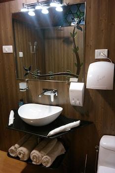 New Jacquline Heritage Houseboats - Bathroom Amenities  - #0