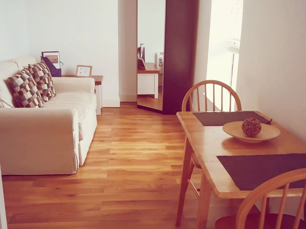 Charles St Serviced Accommodation