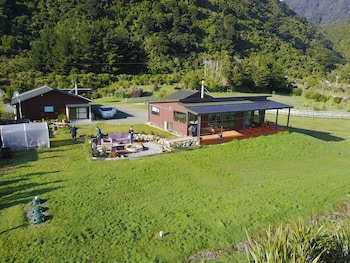 Koru Beach Cabin & B&B Homestay in Greymouth