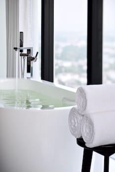 Mövenpick Hotel Colombo - Deep Soaking Bathtub  - #0