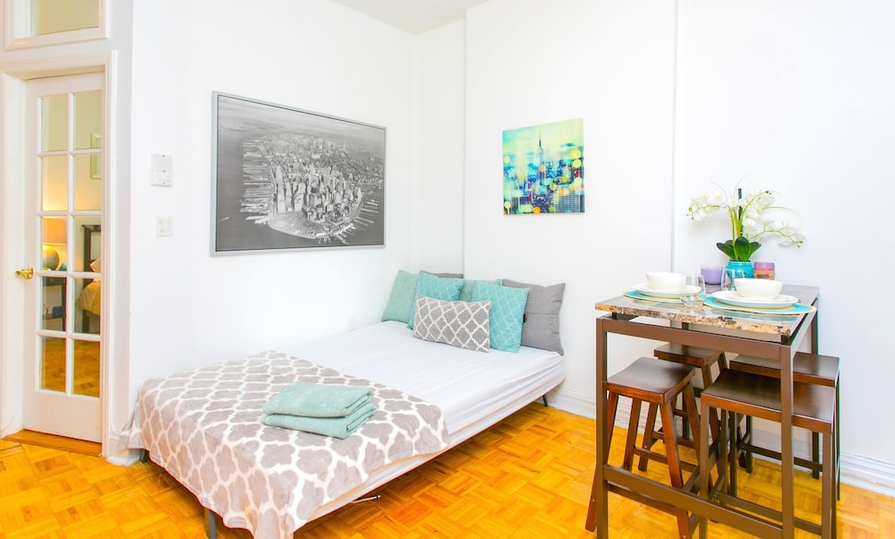 NY011 2 Bedroom Apartment By Senstay