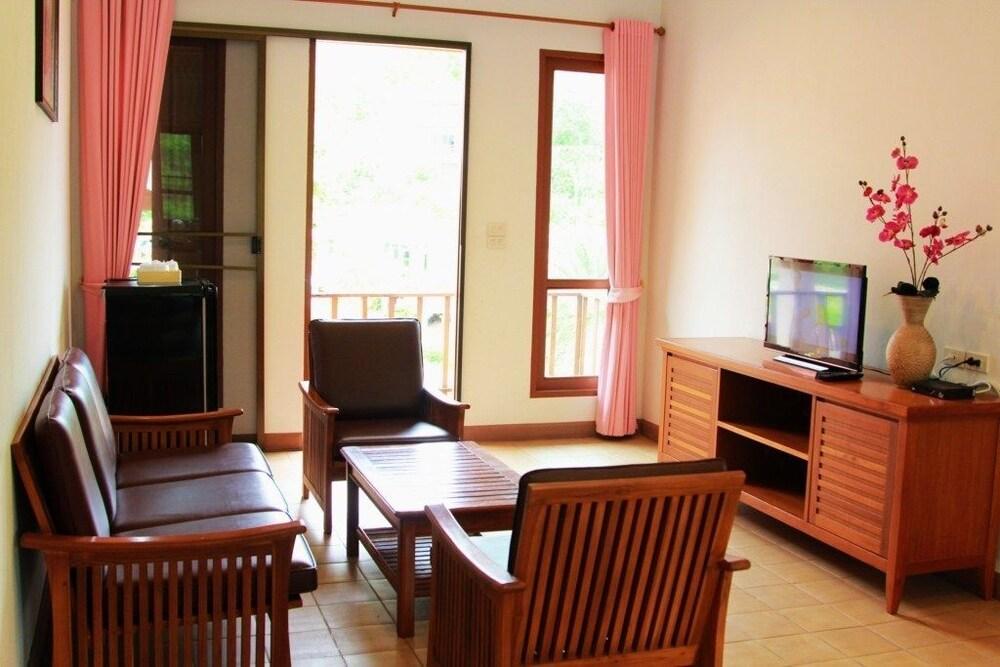 Thongsathit Hill Resort Khao Yai Pak Chong Inr 4234 Off
