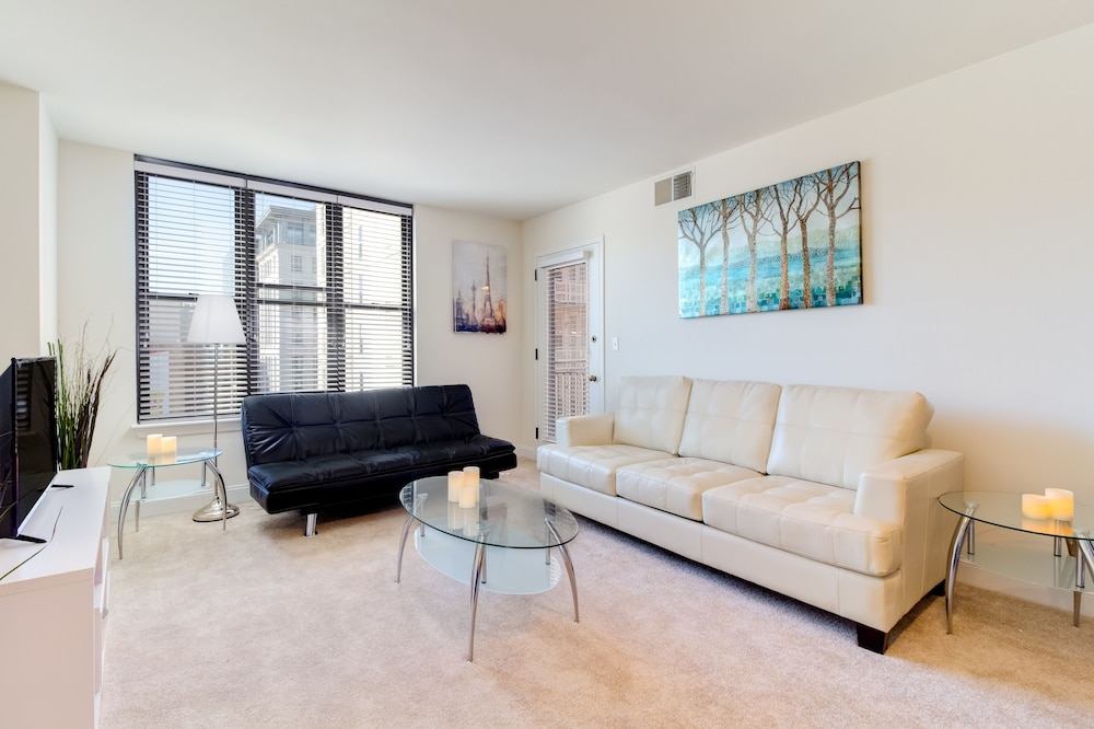 Heaven on Baltimore Downtown Fully Furnished Apartments