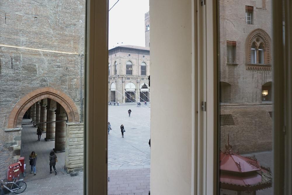 Casa Isolani Piazza Maggiore 1.0