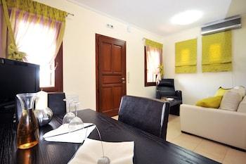 Aithra Apartments & Suites