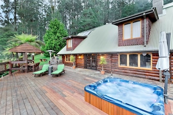 Photo for Eagles Nest Luxury Mountain Retreat in Narbethong, Victoria