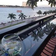 加羅普斯河濱飯店