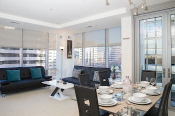 Arlington Fully Furnished Apartments, Sleeps 5-6 Guests