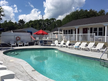 Carriage House Motel Cottages & Suites in Wells, Maine