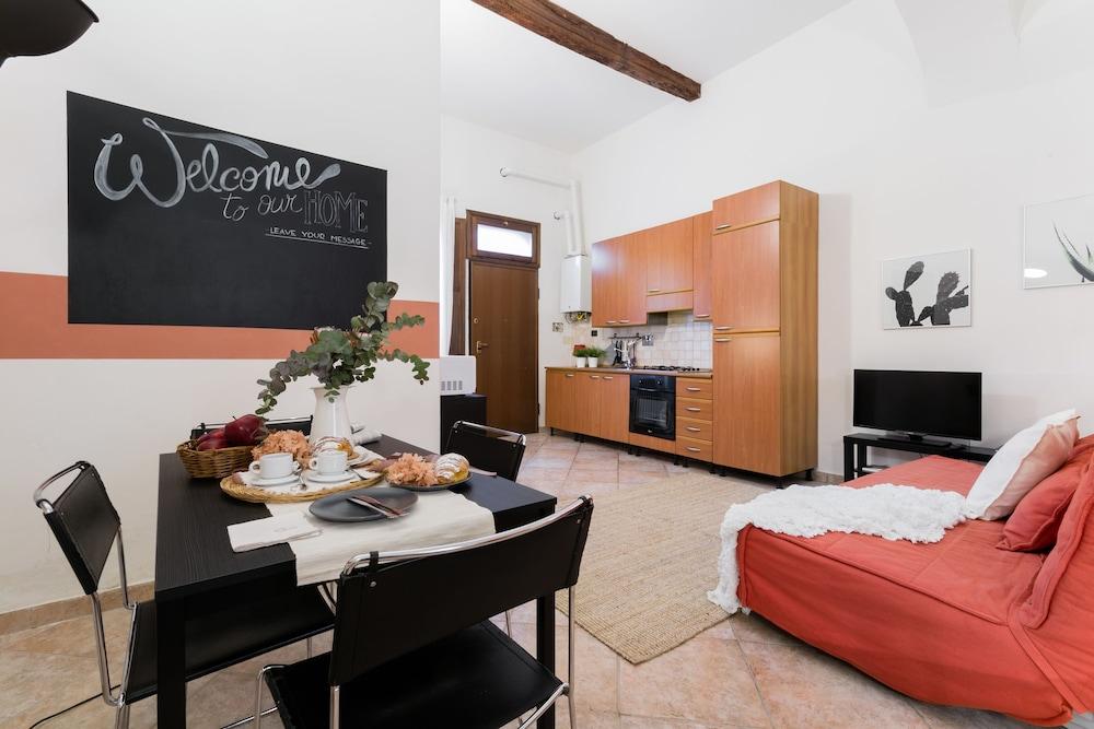 Senzanome - Old Town - Bologna