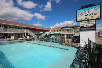 Biarritz Motel Suites & Vacation Apartments in Old Orchard Beach, Maine