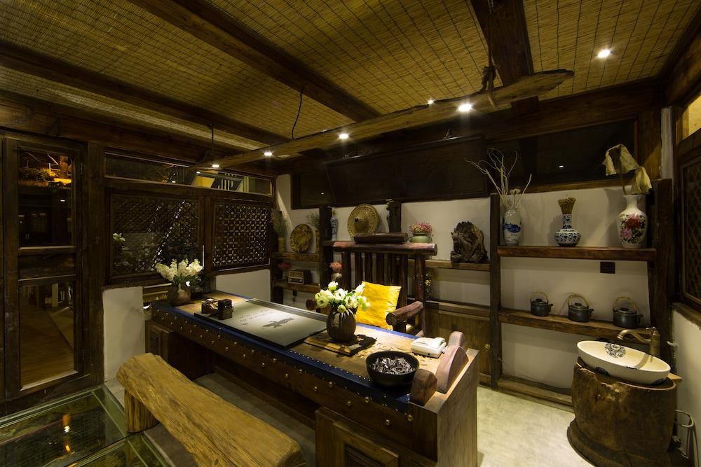 China Old Story Inns Encounter Lijiang