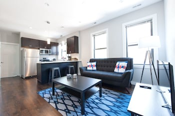 Hip 2BR in Bucktown by Sonder