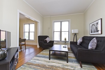 Charming 2BR in Lake View by Sonder