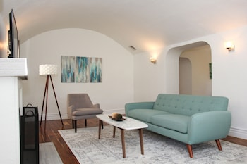 Charming 2BR near Beverly Hills by Sonder in Los Angeles, California