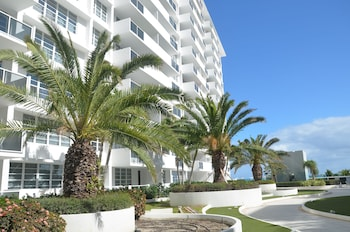 Photo for Riviera Luxury Living at the Decoplage in Miami Beach, Florida