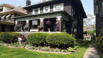 Niagara Victorian House in Niagara Falls, New York