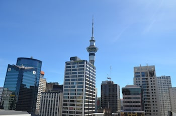 Private sale: save 10% Stunning Two Bedroom Apartment Auckland (Western Australia 678719 3.5) photo