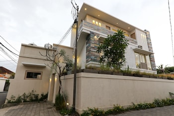 沙努爾綠色開放式公寓飯店