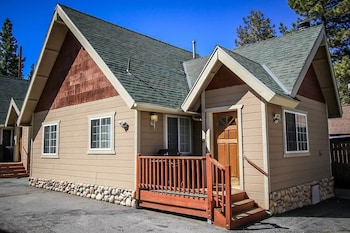 Lakeview Forest Resort 1485 by RedAwning