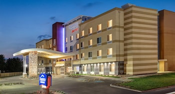 Fairfield Inn and Suites by Marriott Detroit Canton in Canton, Michigan