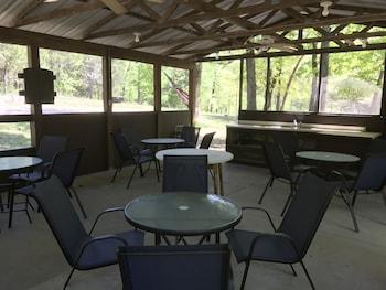 Norfork Lake Ozark Mountain Lodge in Gamaliel, Arkansas