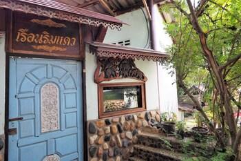 Ruenrimkwai Resort in Sai Yok
