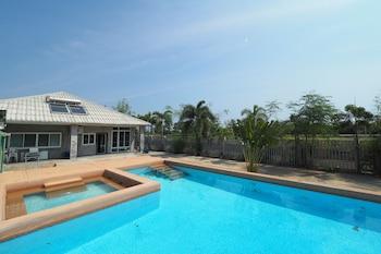 普蘭納瑞泳池別墅飯店