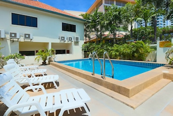 Ashford Villas Cosy Beach Pattaya in Pattaya
