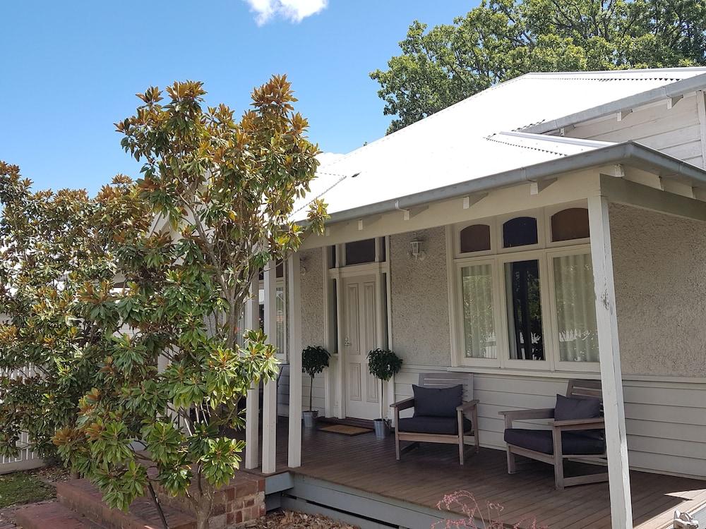 Healesville House - Magnolia House