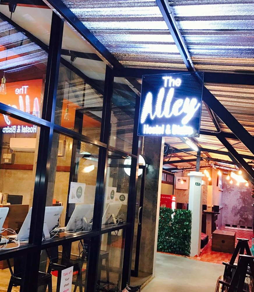 The Alley Hostel & Bistro