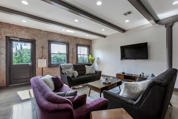 Smart 2BR in Lower Garden District by Sonder