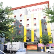 S 汽車旅館