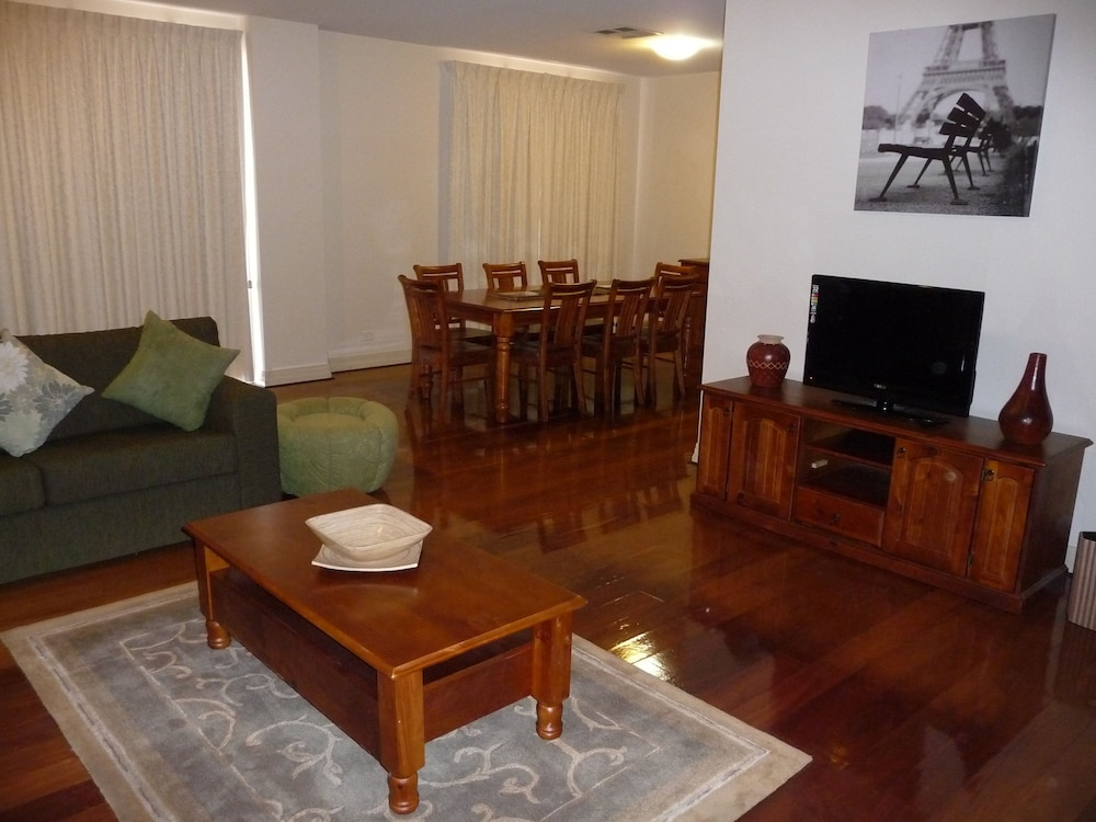 City Escape 3BD in Adelaides East End 6
