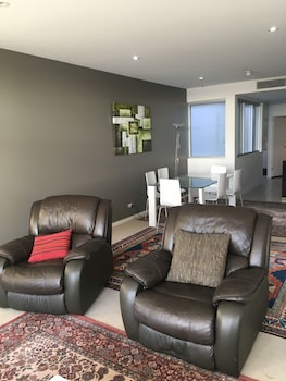 City Escape 3BD in Adelaides East End 7