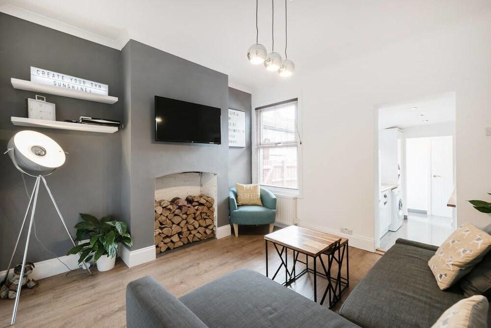 Cambridge House Luton - Inhabit Short Stays