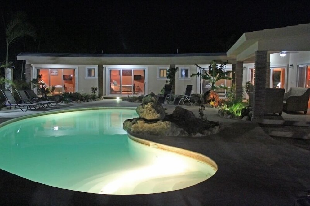 Well furnished w/ private pool, BBQ and palapa bar