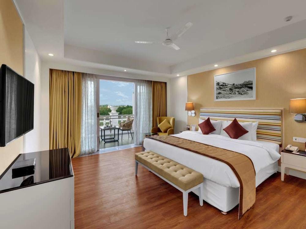 Amanora The Fern Hotels & Club